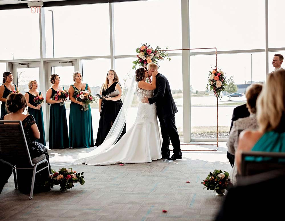 wedding-ceremony-officiant-in-iowa-and-illinois